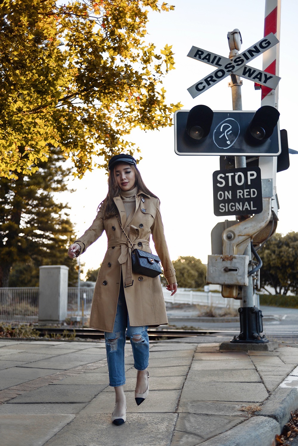 willabelle-ong-paledivision-street-style-fashion-travel-lifestyle-blog-singapore-australia-perth-trench-coat-blue-denim-jeans-editorial-fashionweek-1