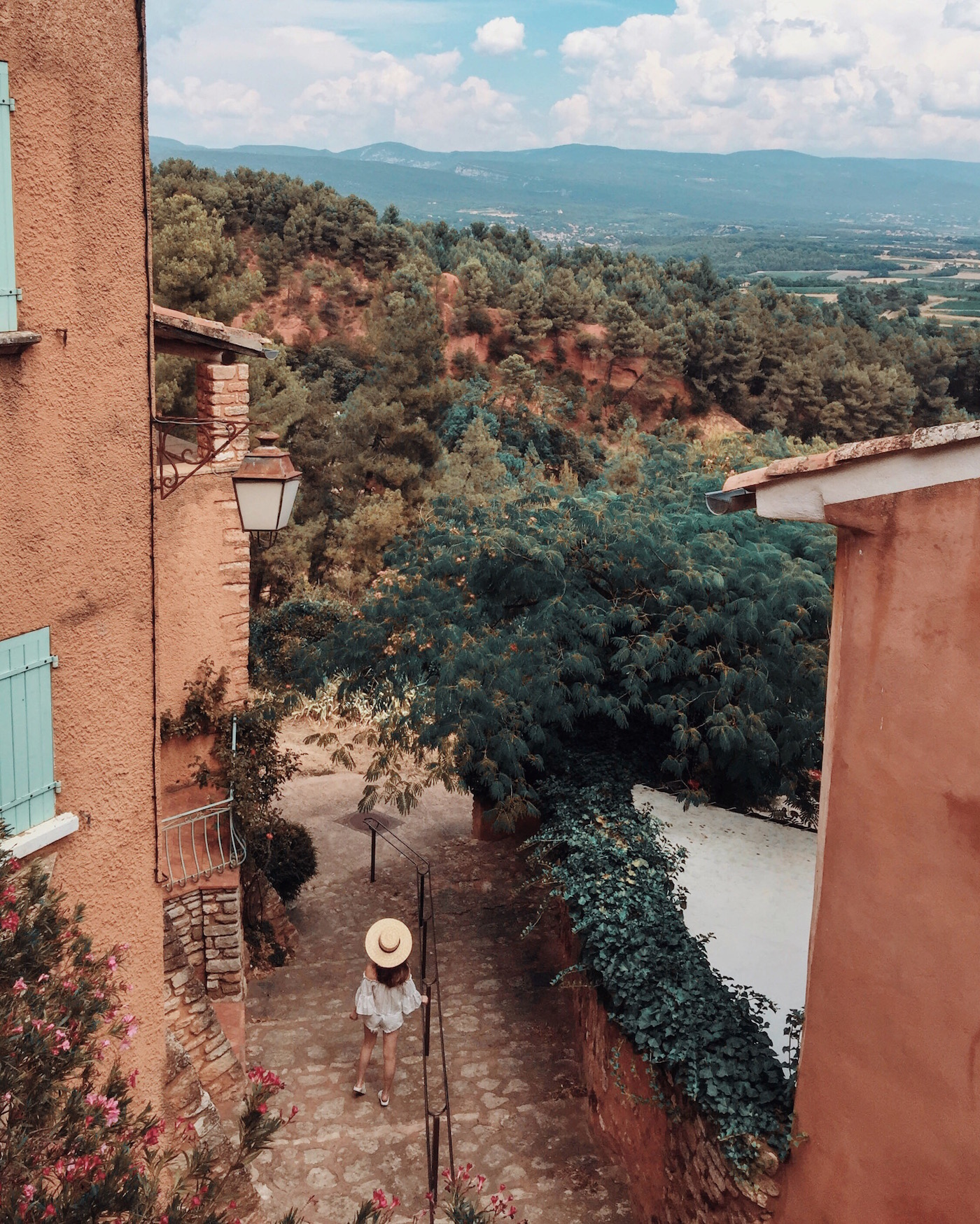 willabelle-ong-paledivision-street-style-fashion-travel-lifestyle-blog-australia-singapore-blogger-south-of-france-provence-roussillon-village-summer-spring-landscape